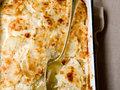 Patate al forno gratinate con formaggio e salumi, la ricetta