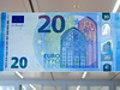 Arriva la nuova banconota da 20 euro: ecco come riconoscere se è falsa