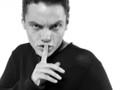 Don Marra accusa Tiziano Ferro di satanismo, e parte l'ironia sul web
