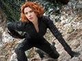 Scarlett Johansson hot: Scollatura e tutina sexy nella foto di Avengers 2