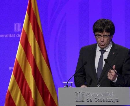 Catalogna, Carles Puigdemont annuncia l'indipendenza, ma lascia spazio alle trattative
