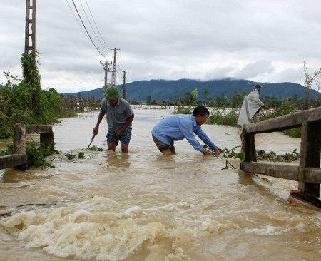 Inondazioni e frane in Vietnam: 54 morti e 39 i dispersi