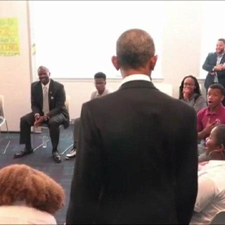 Usa: Obama si presenta a sorpresa durante la lezione, il video