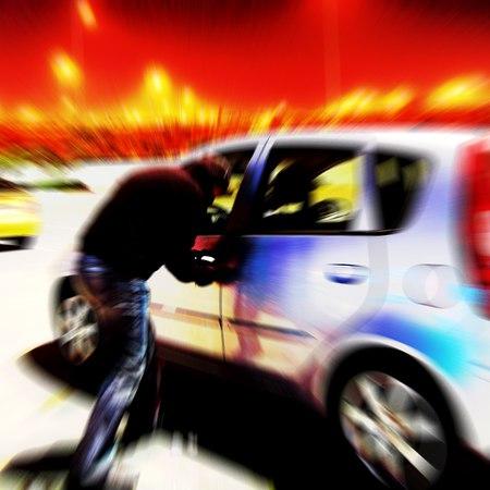 Attenti ai nuovi furti hi-tech: in soli 5 secondi rubano le auto