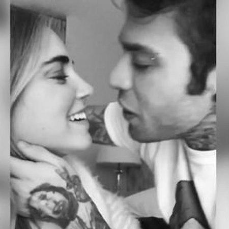 Fedez e Chiara si baciano: il web in visibilio