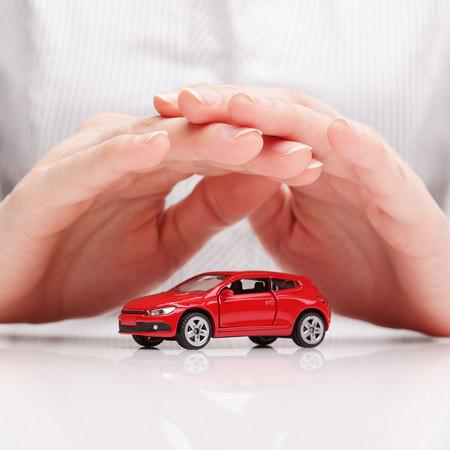 Assicurazione auto: come e con chi risparmiare