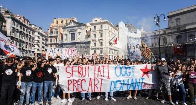 Studenti in piazza contro il sistema scuola-lavoro, tensioni a Milano e Roma