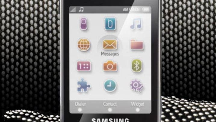 Перед вами неявный родоначальник целой серии телефонов (M8800, D980, I900)